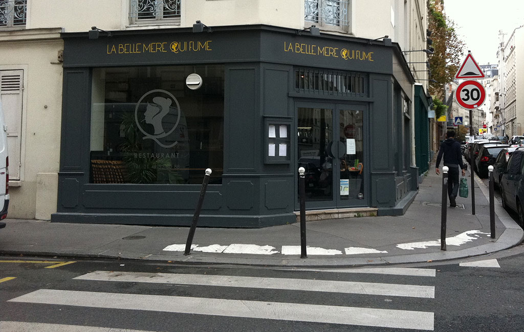Marquage adhésif teinté masse découpé à la forme pour le restaurant La Belle qui Fume