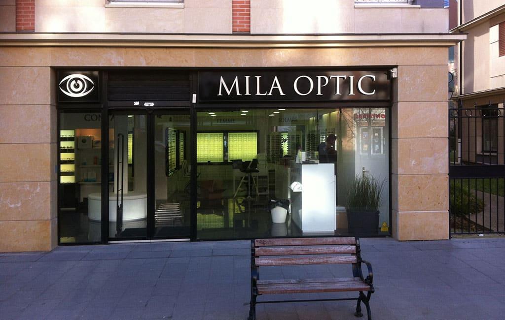lettre et logo en relief rétro éclairé pour Milla optic